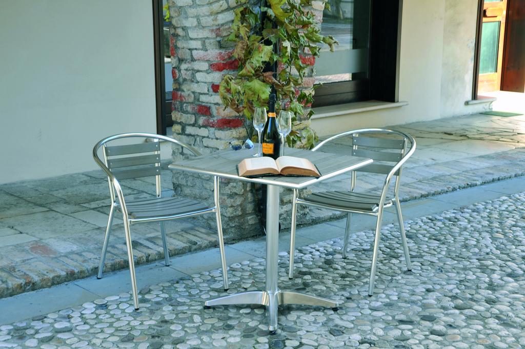 Tavolo quadrato 70 x 70 alluminio polywood finto legno