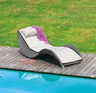 Lettino da giardino piscina prendisole LIMOGES impilabile in fibra wicker color caffè CLW59