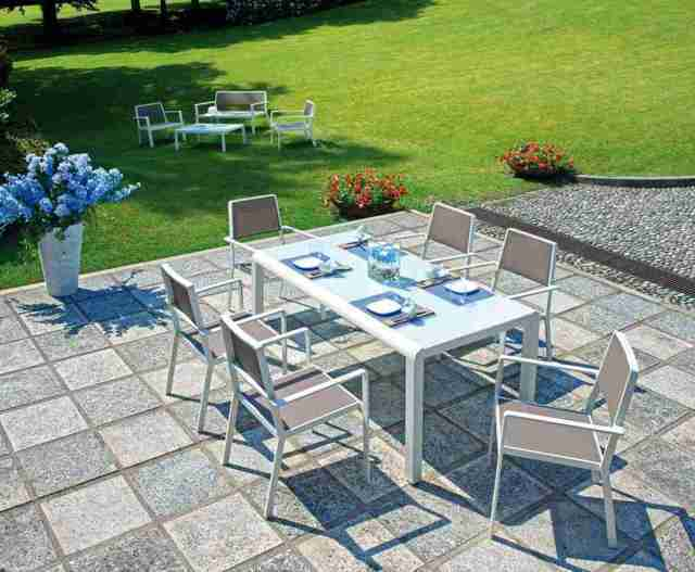 Tavoli e sedie pranzo giardino for Arredo giardino tavoli e sedie