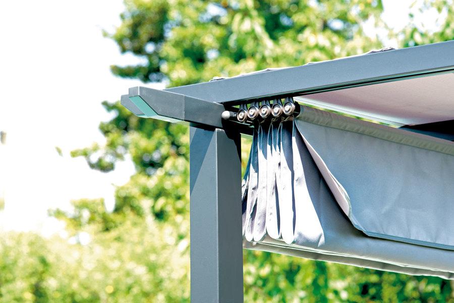 pergola con struttura in ferro epoxy antracite 73x73 mm e travi in alluminio 50x31 mm con. Black Bedroom Furniture Sets. Home Design Ideas