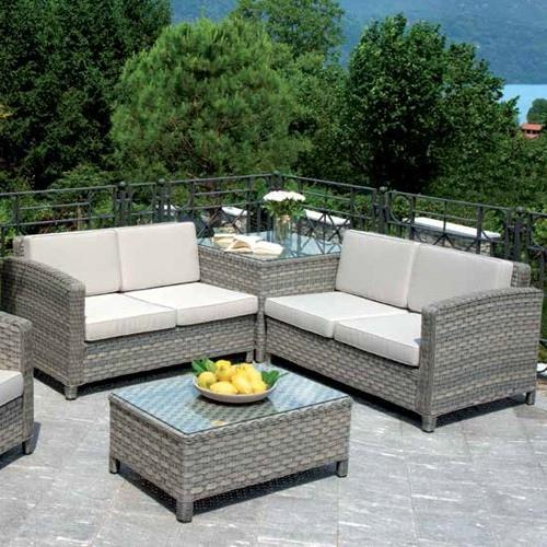 Salotti in rattan da giardino tavoli in rattan da esterno for Offerte divanetti da giardino