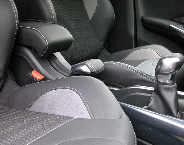 Bracciolo DESIGN regolabile per Peugeot 2008