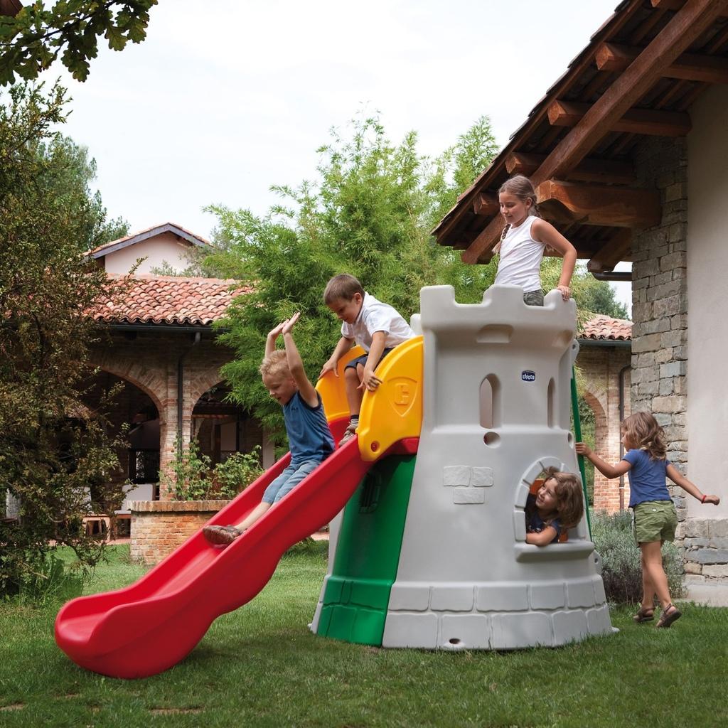 Scivolo giardino a forma di castello per bambini chicco by for Scivolo chicco usato