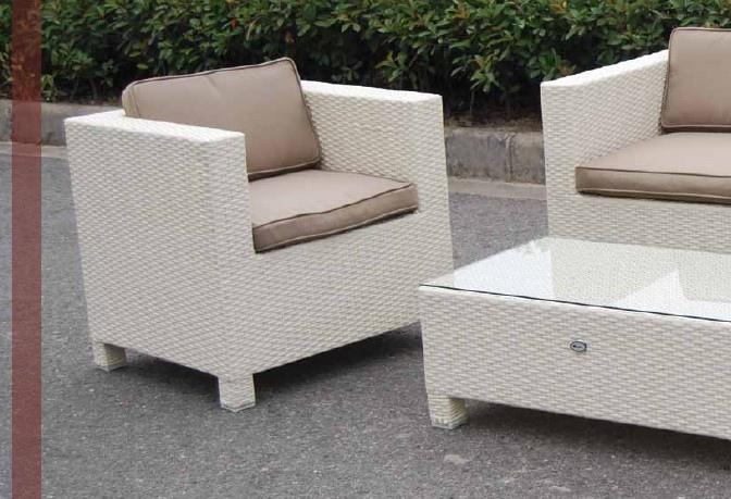 Salotto da giardino in polyrattan colore bianco mod for Salottini esterno