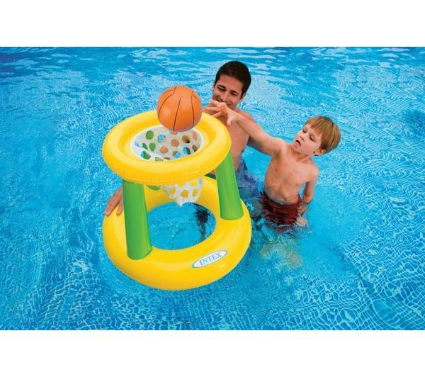Er poter giocare a pallacanestro anche in acqua con gli for Accessori per piscine intex