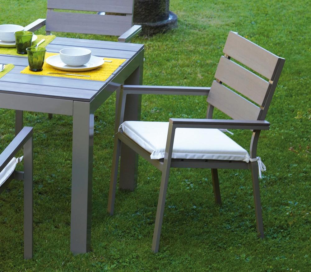 Sedia moneglia in alluminio champagne e resin wood grigio for La sedia nel design