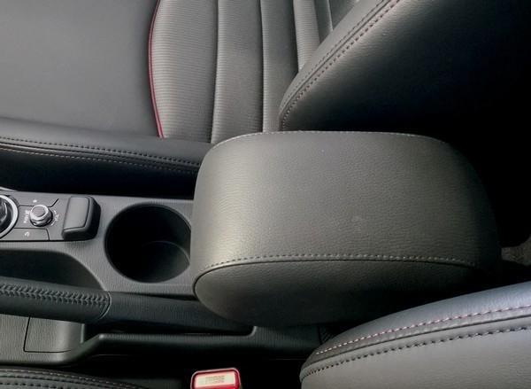 Bracciolo ELEGANT per Mazda 2 (serie DJ dal 2014>)